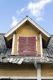 Altes gelbes Haus Stockfoto