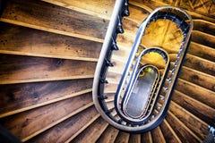 Altes gewundenes Treppenhaus Lizenzfreies Stockbild