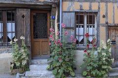 Altes gezimmertes Haus in Vernon, Normandie, Frankreich stockfotos