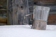 Altes Glas auf dem Schnee Lizenzfreies Stockbild