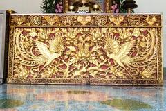 Altes goldenes chinesisches Tempel scuplture Stockbilder