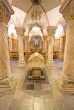 Altes Grab in einer 12. Jahrhundertkrypta Stockfoto