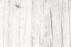 Altes grungy und verwittertes weißes Grau malte hölzernen Wandplanken-Beschaffenheitshintergrund markiert durch lange Aussetzung  stockbild