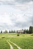 Altes Häuschen in den Bergen stockfoto