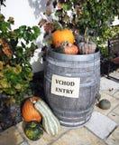 Altes hölzernes Faß mit Gemüse Lizenzfreies Stockfoto