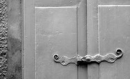Altes hölzernes Fenster blendenverschlüsse Geometrische Verzierung auf einem alten Papier Lizenzfreie Stockfotografie