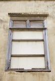 Altes hölzernes Fenster an der alten Stadt Lizenzfreie Stockfotos