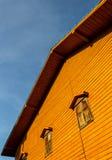 Altes hölzernes Haus Stockfoto