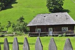Altes hölzernes Haus Lizenzfreie Stockfotos