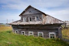 Altes hölzernes Haus stockfotos