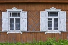 Altes hölzernes Haus im Dorf Stockfotografie