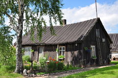 Altes hölzernes Landhaus stockfoto