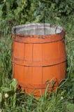 Altes hölzernes orange Fass Stockbild