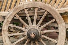 Altes hölzernes Rad stockbilder