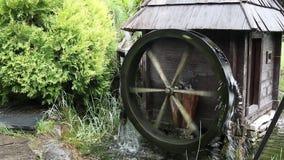 Altes hölzernes Wassertausendstel stock footage