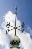 Altes hauptsächliches Points auf einem Dach Stockbild