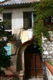 Altes Haus auf der Straße in Nizza Stockfotos
