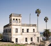 Altes Haus in den Ruinen Stockbilder