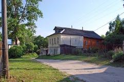 Altes Haus in der Stadt von Staritsa Tver Region Russland Stockbild