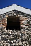 Altes Haus des luftgetrockneten Ziegelsteines Stockfotos