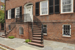 Altes Haus des roten Ziegelsteines Stockfoto