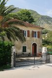 Altes Haus in einem kleinen Dorf in Montenegro Stockfotografie
