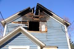 Altes Haus gebrannt Stockbild