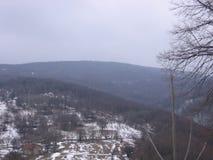 Altes Haus im Berg Stockbild