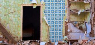 Altes Haus nach Demolierung Stockfotos