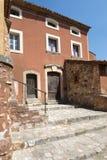 Altes Haus in Roussillon, Frankreich Stockbilder