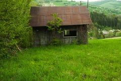 Altes Haus am Sommer Lizenzfreies Stockbild