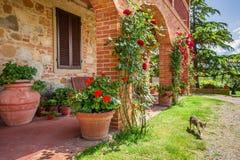 Altes Haus in Toskana lizenzfreie stockfotografie