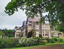 Altes Haus und Gärten Lizenzfreie Stockbilder