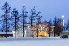 Altes Haus verziert mit Beleuchtungen für neues Jahr Lizenzfreie Stockfotografie