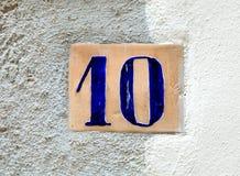 Altes Hausnummer zehn 10 Stockfoto