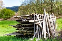 Altes Holz auf einem Stapel Lizenzfreie Stockfotos