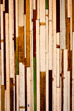 Altes Holz zu einer Wand lizenzfreies stockfoto