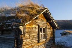 Altes Holzhaus bei Sonnenaufgang, Finnland Stockbild