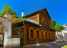 Altes Holzhaus in der golutvinsky Straße - Moskau Stockfoto