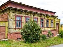 Altes Holzhaus in Yelets Lizenzfreie Stockbilder
