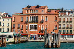 Altes Hotel Gabrielli am Kanalufer in Venedig Stockfotos