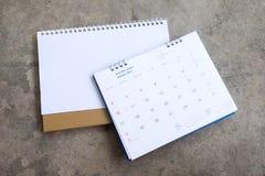 Altes Jahr und leerer Kalender Stockfotos