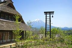 Altes japanisches Haus nahe Fuji-Berg Stockfotos