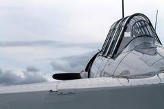 Altes Kämpferamerikanerflugzeug-Cockpit colse oben Stockfotografie