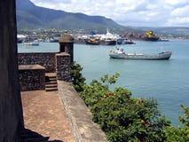 Altes karibisches Fort und Puerto Plata Kanal Lizenzfreies Stockfoto