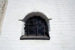 Altes Kirchefenster Marfo-Mariinskykloster der Gnade in Moskau Lizenzfreie Stockbilder