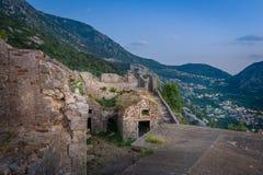 Altes Kloster Kotor in den Gebirgsruinen Stockfotografie