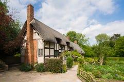 Altes ländliches englisches Häuschen Stockfotos