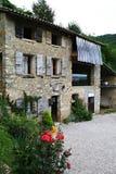 Altes ländliches Haus gemacht vom Stein Stockfoto