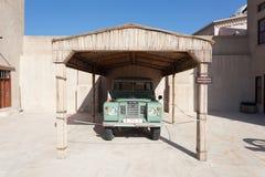 Altes Land Rover am Museum von Adschman Stockfotografie